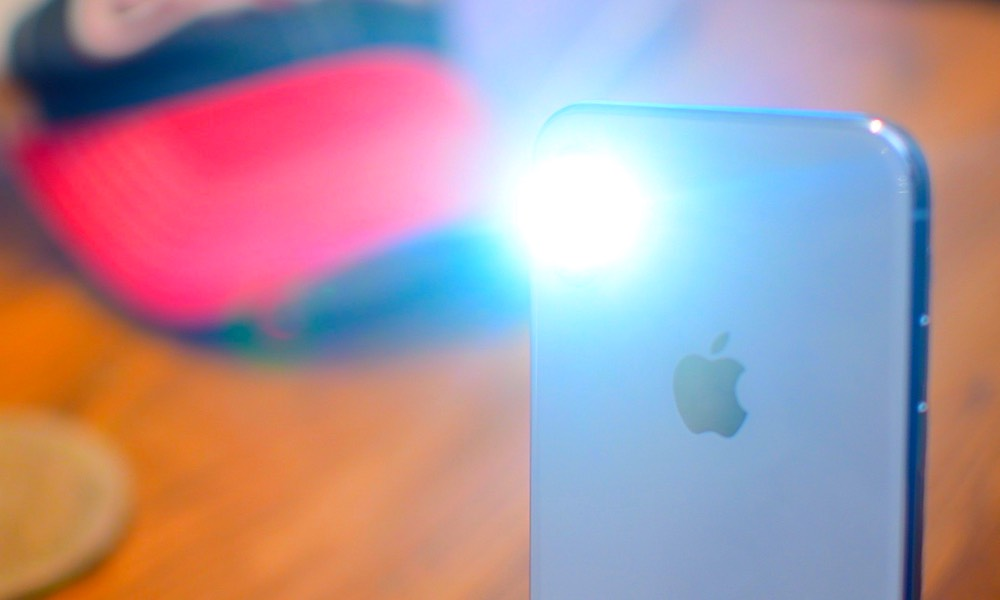 How Apple Can Solve Its iPhone X, XS Flashlight Epidemic