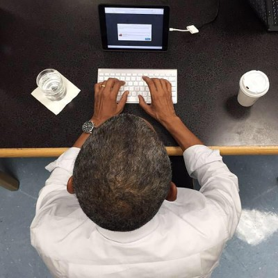 President Obama answers healthcare questions on cool iPad setup