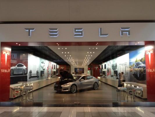 Apple adds Tesla engineer to growing Project Titan team