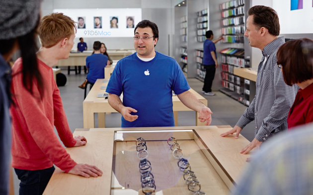 Apple is training its store staff to offer fashion advice