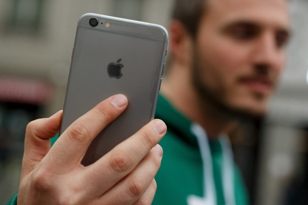 PSA: Apple will replace your iPhone 6 Plus' wonky camera