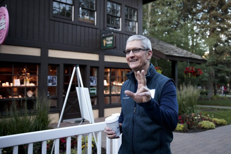 Tim Cook and Eddy Cue spotted hobnobbing at Sun Valley