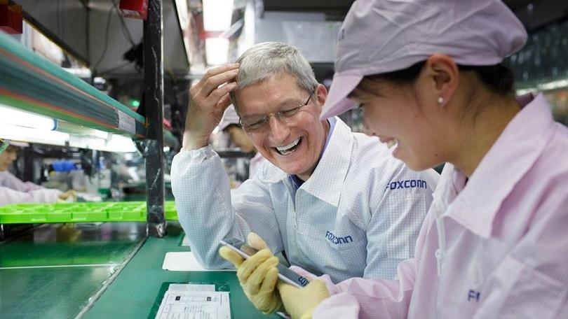 Apple Mulls Moving iPhone Production to US